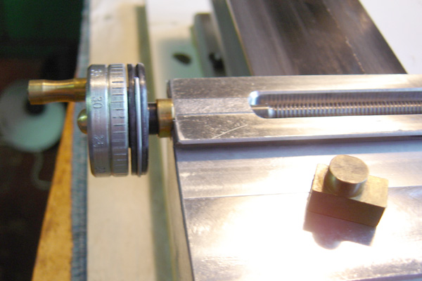 Cross slide screw assembled